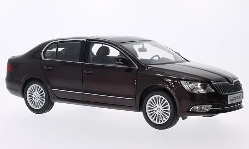 Skoda Superb 1:18, Paudi